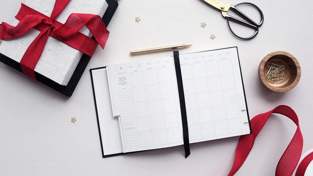 image of a calendar/agenda on a desk